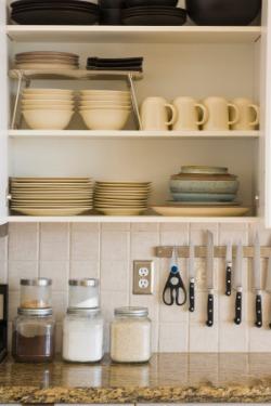 Kitchen-cabinet-organization