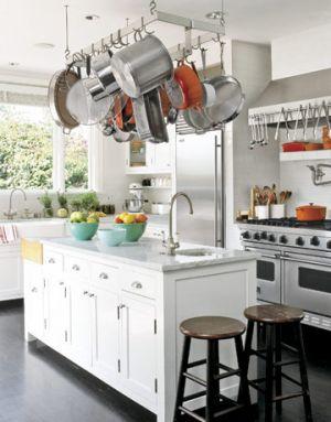 Kitchen-streamlined-bungalow-htours0506-de-30222199